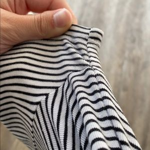 Old Navy Tops - Soft and stretchy black and white tee